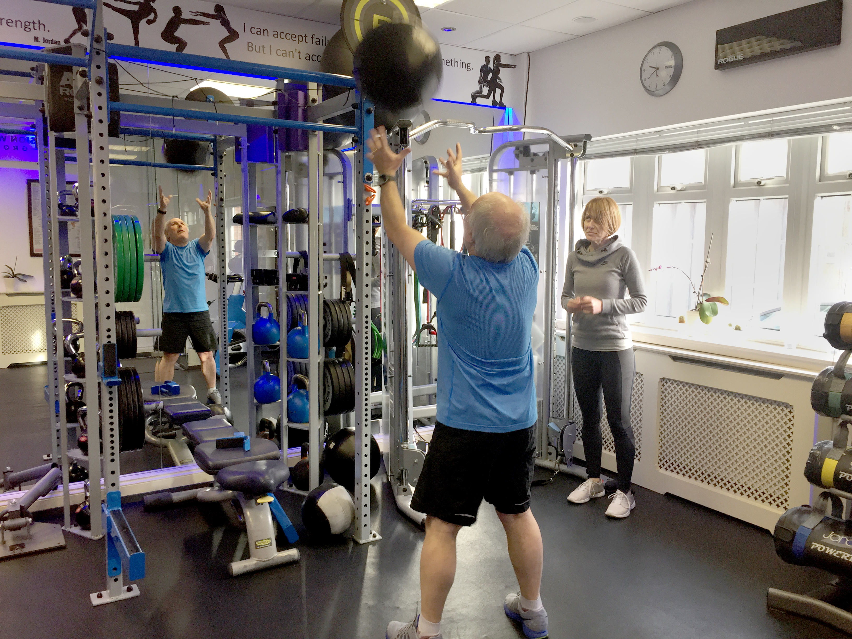 personal-trainer-with-client